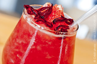 Cocktail framboise, hibiscus, pamplemousse et rhum